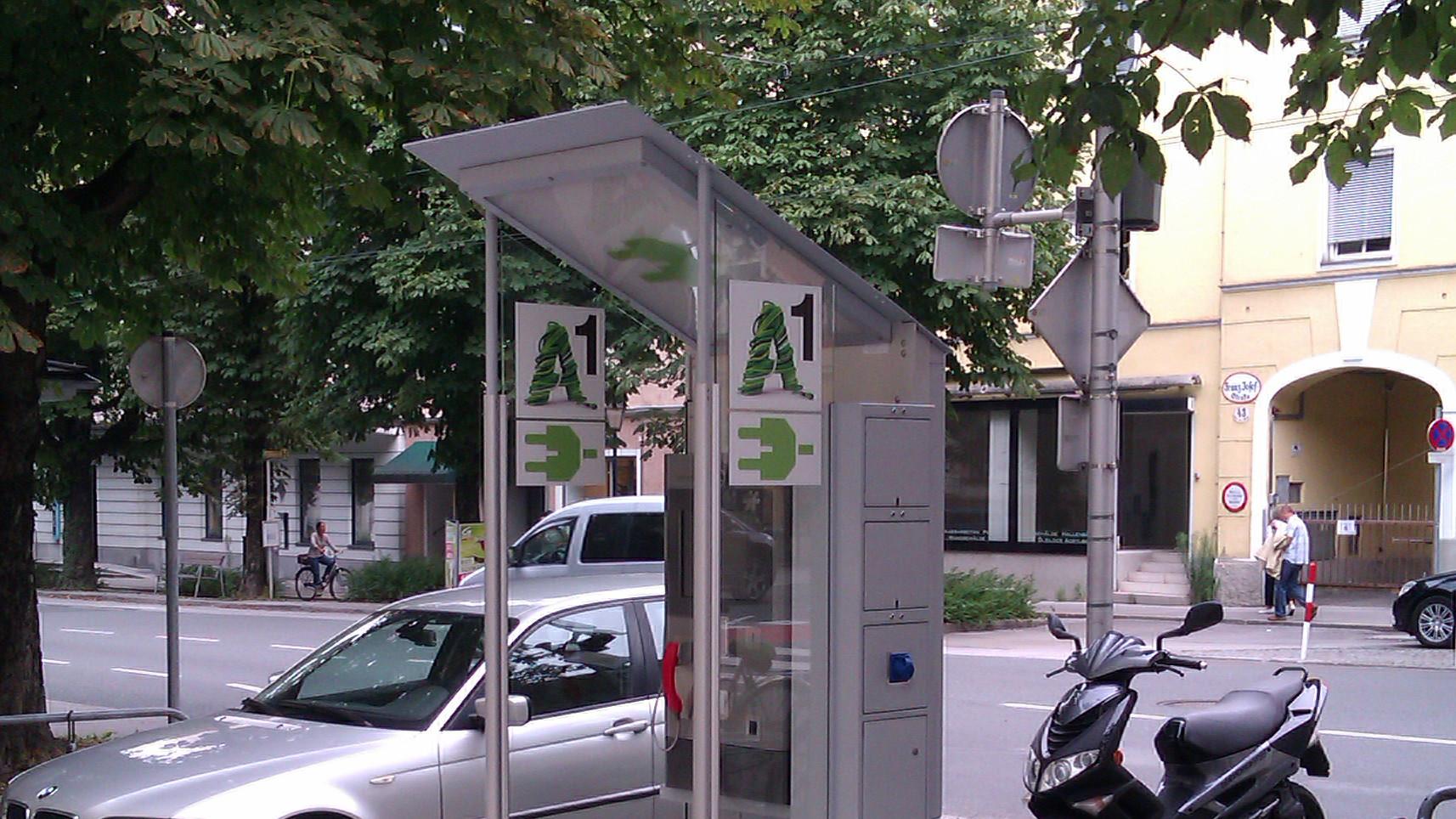 A1 installiert Telefonzellen mit integrierter Stromtankstelle
