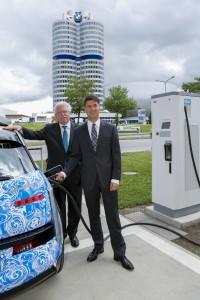 BMW eröffnet Schnellladesäule an der BMW Welt