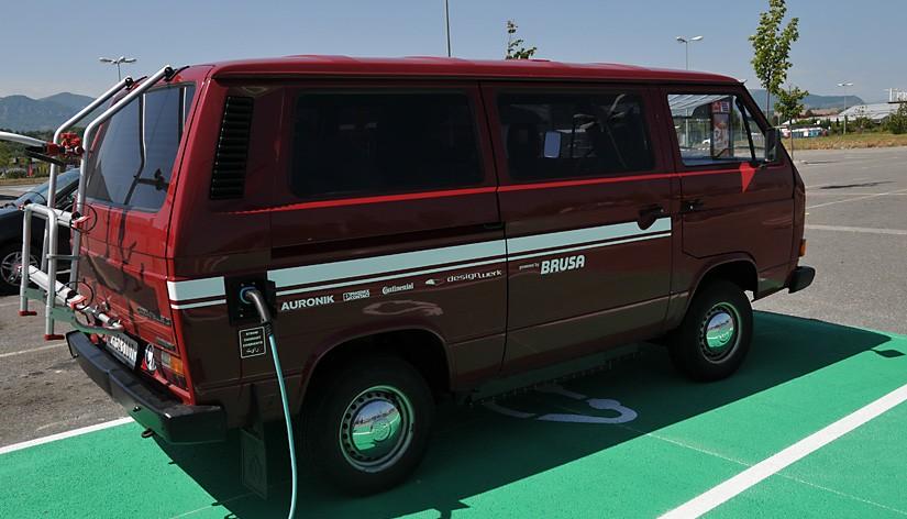 Ein VW Bus wird elektrisch