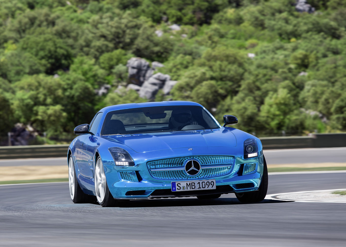 Mercedes benz sls amg coup electric drive autosalon for Mercedes benz electric
