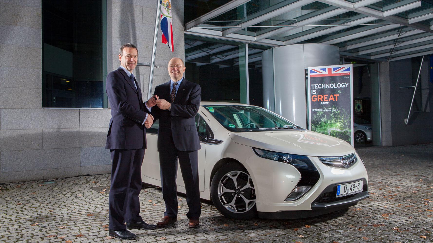 Die britische Botschaft fährt Opel Ampera