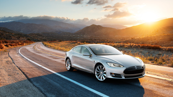 Video: Tesla Model S brennt nach Unfall