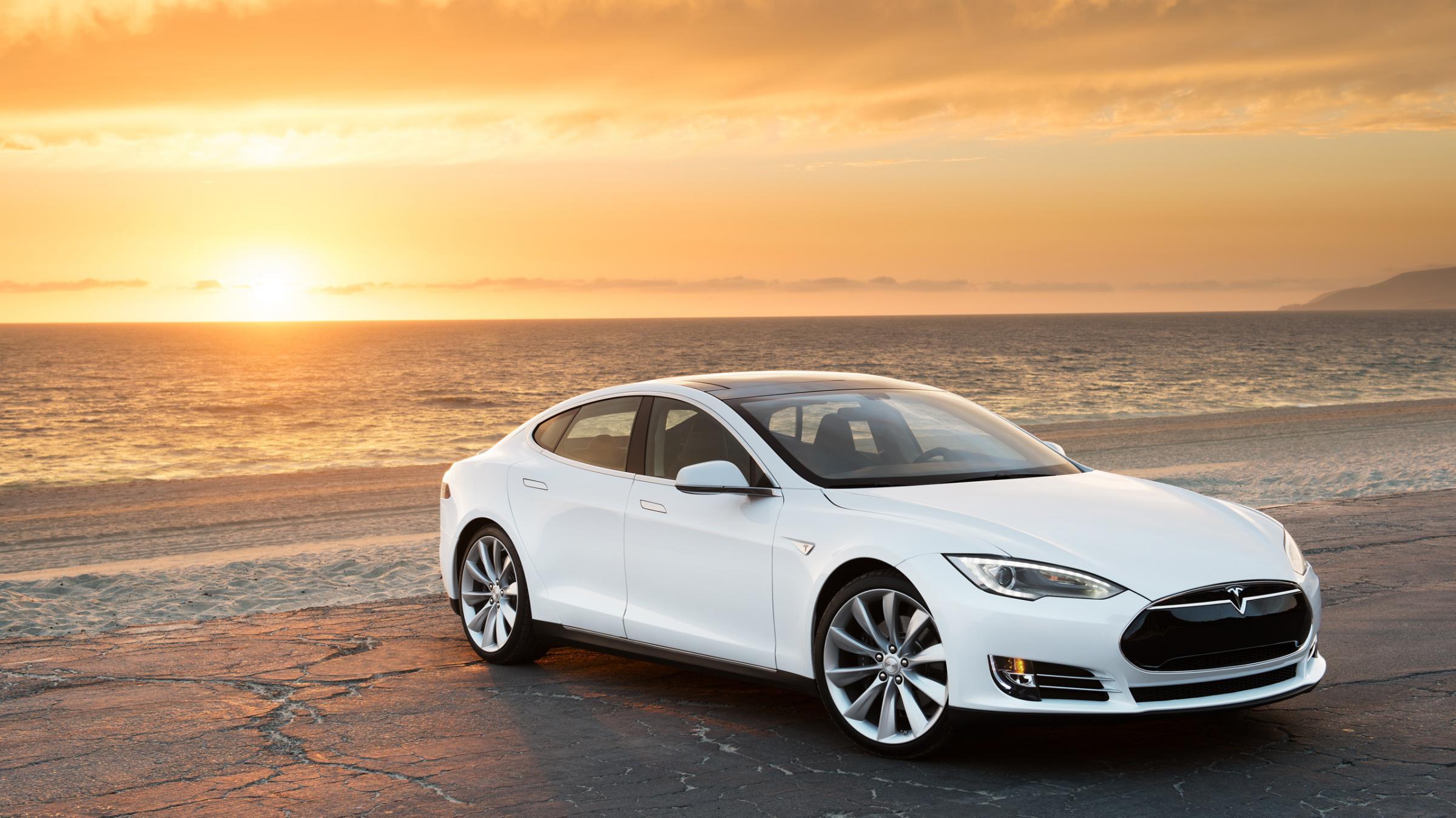 Edmunds bricht Teslas Küste zu Küste Rekord im Model S