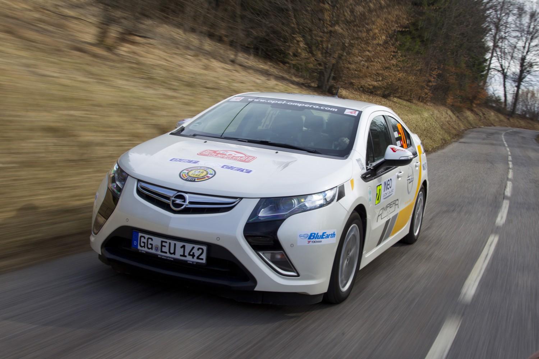 Opel Ampera siegt bei Rallye Monte Carlo für alternative Antriebe