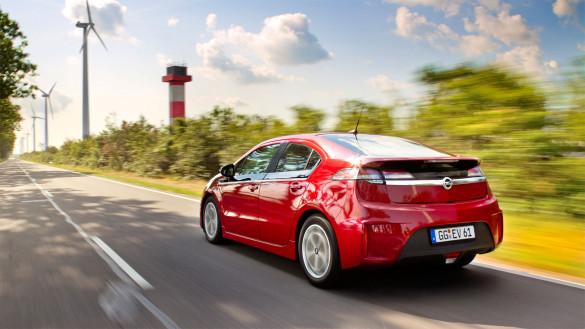 Elektroauto Zulassungszahlen November Ampera vor Leaf