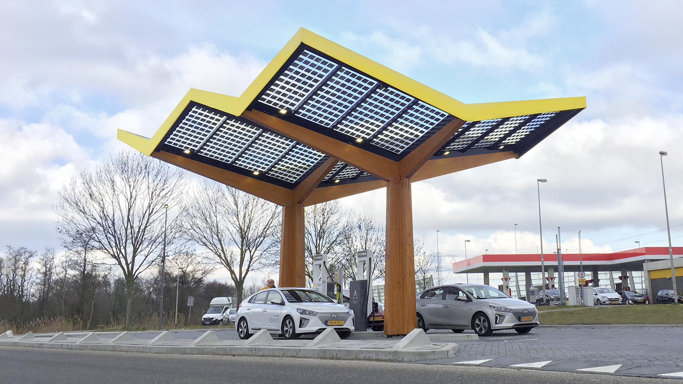 Fastned nimmt erste 350 kW Schnellladesäule in Betrieb