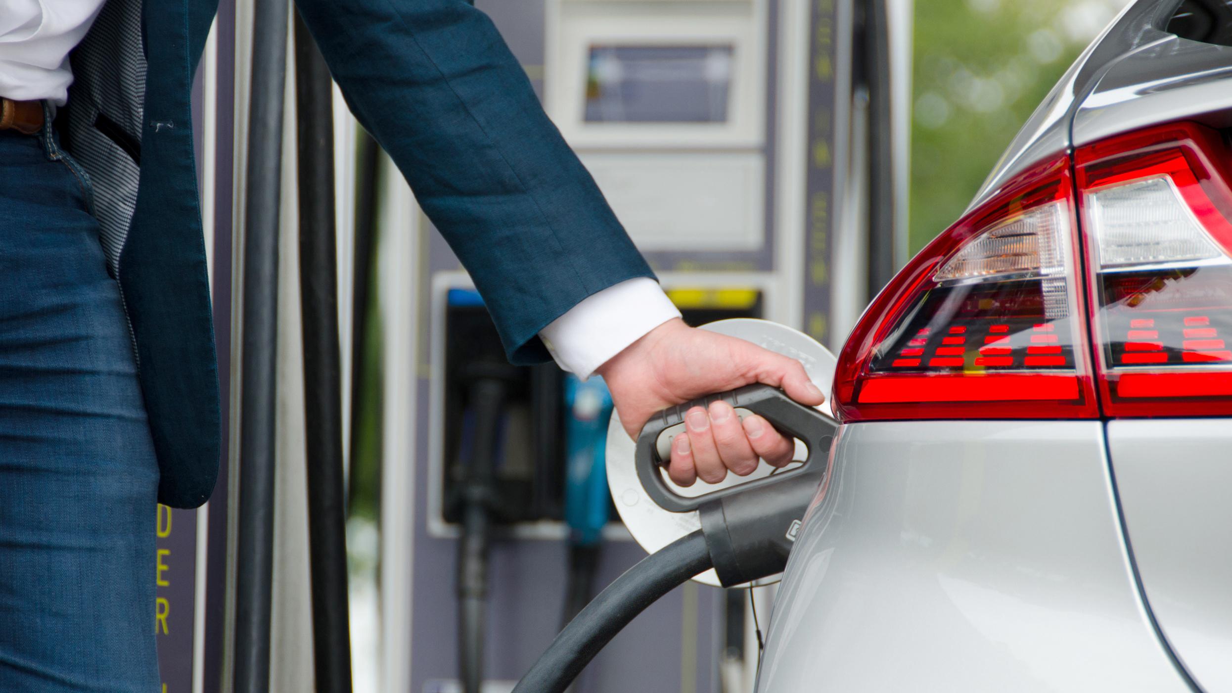Fastned Autocharge: Laden ohne Ladekarte oder App