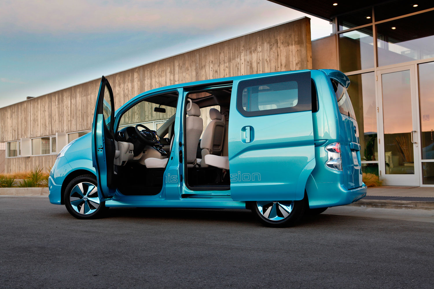 nissan evalia electric elektrischer 7 sitzer ab 2013 elektroauto blog. Black Bedroom Furniture Sets. Home Design Ideas