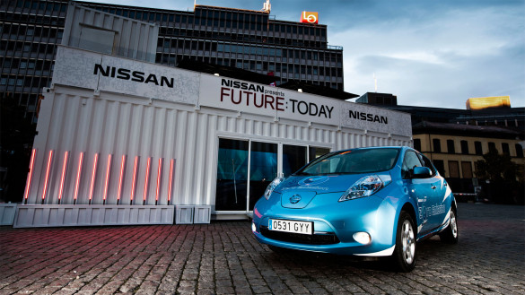 Nissan Leaf schnurlos laden - automatisch parken