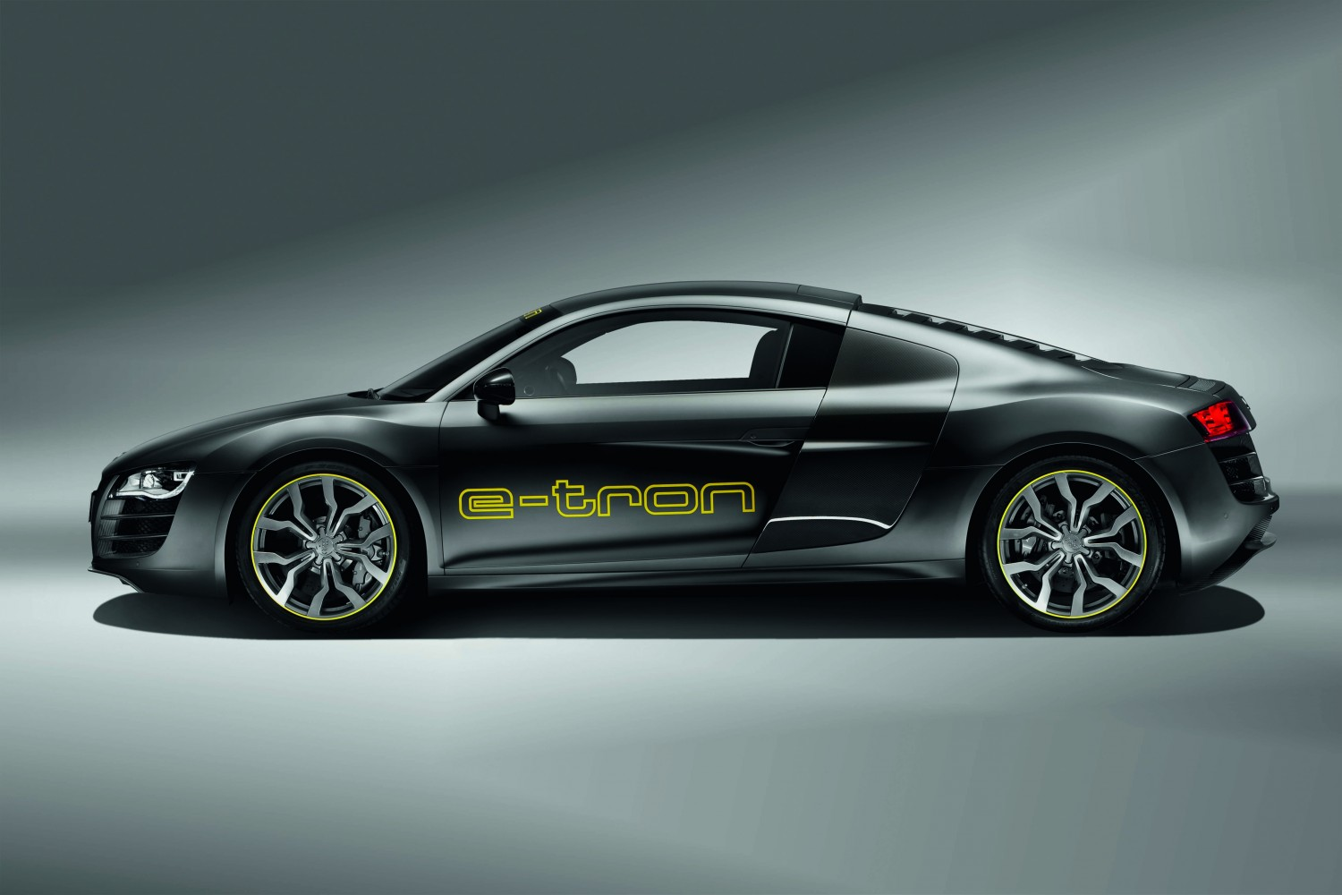 audi r8 e tron testfahrt auf dem n rburgring video elektroauto blog. Black Bedroom Furniture Sets. Home Design Ideas