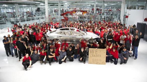 Tesla fertigt die tausendste Model S Karosserie
