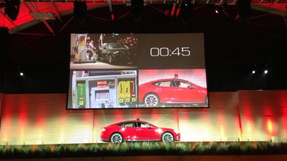 Tesla Model S Batteriewechsel 90 Sekunden