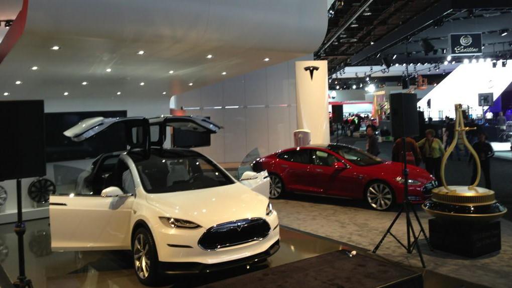Tesla zeigt aktualisierten Model X in Detroit