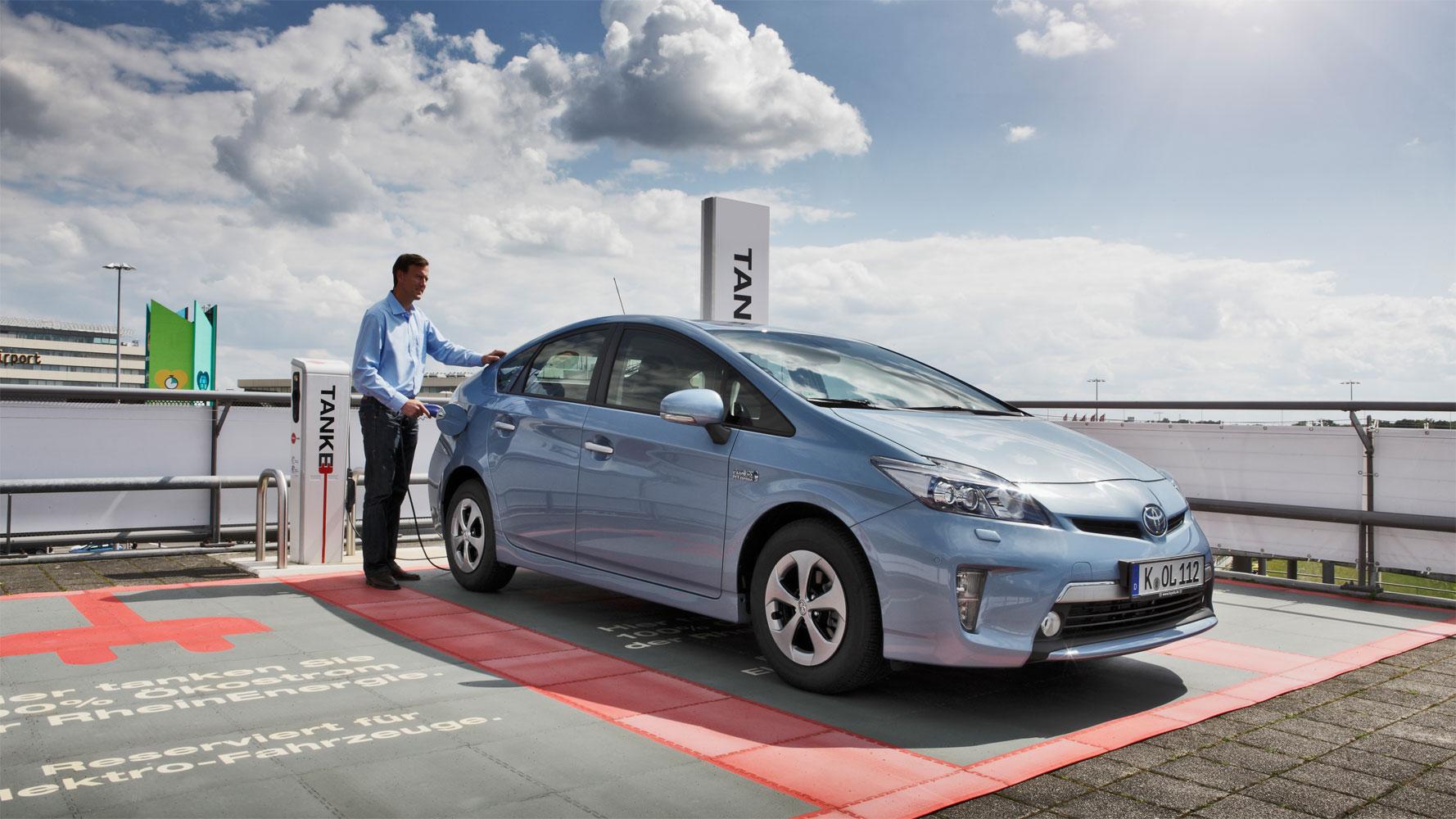 Plug-In Prius bester im ADAC EcoTest