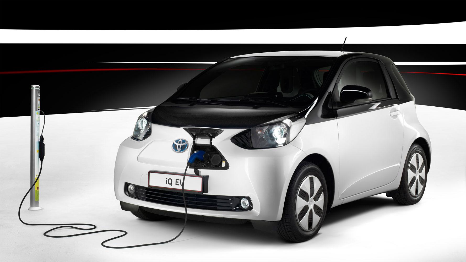 Toyota iQ EV auf dem Autosalon Paris