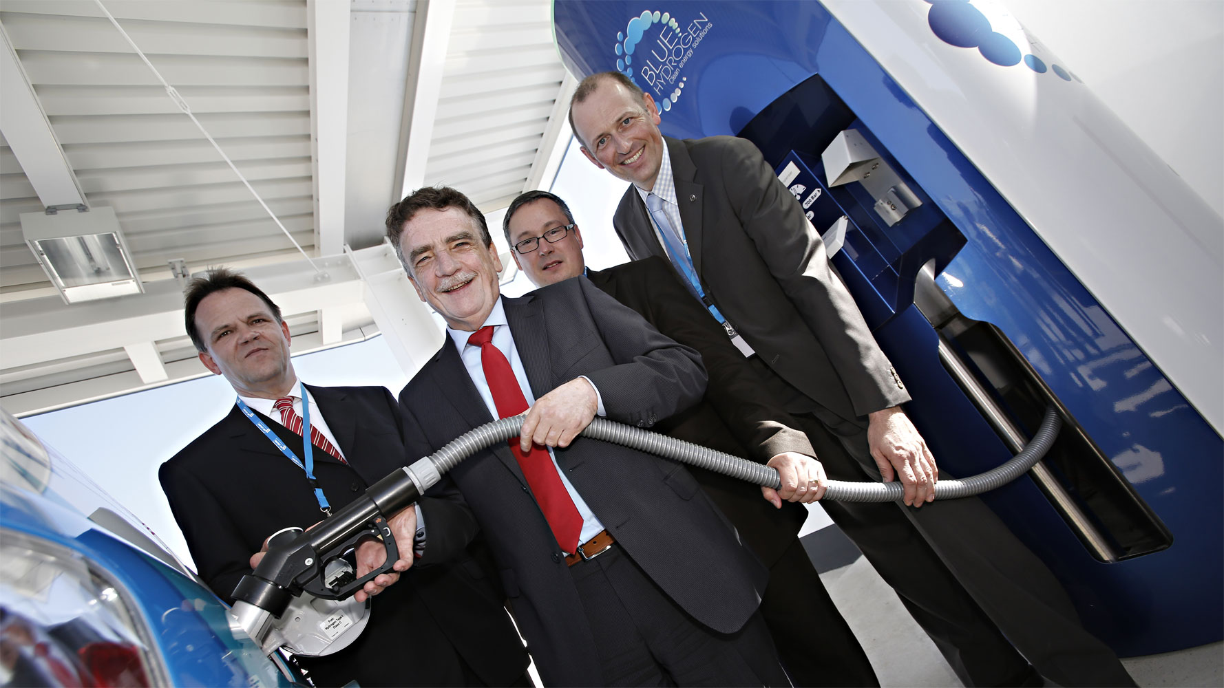 Erste öffentliche Wasserstofftankstelle in NRW eröffnet